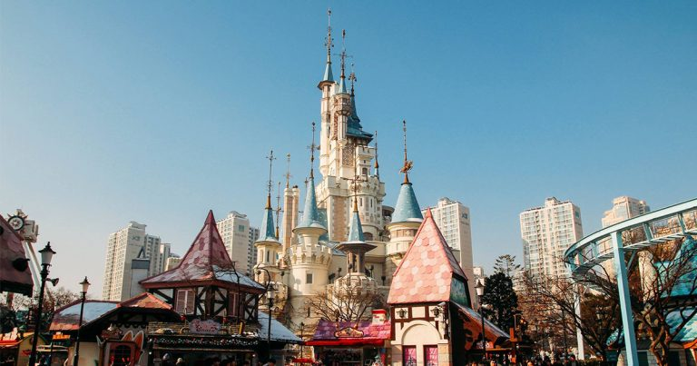 Top 6 Rides & Attractions at Lotte World in Korea
